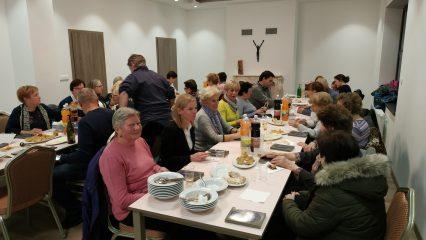 Adventná večera na fare pre naše žienky - upratovačky (2/6)